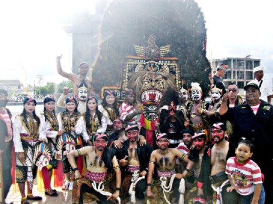 Sanggar Seni K2S dalam Kupang Coklat Hijau Festival ke-1